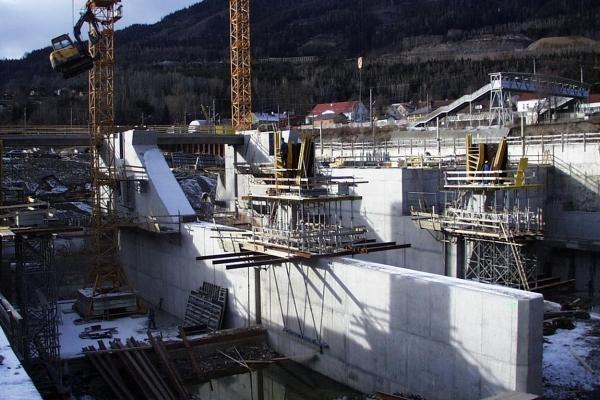 Errichtung des Kraftwerks  .jpeg